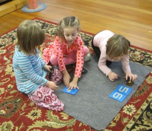 kindergarten students teaching numbers